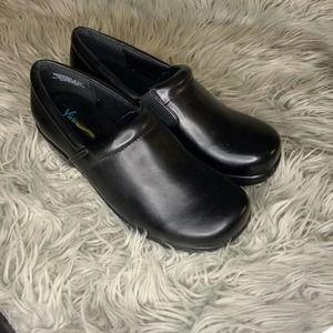 Yuu™ Bethanee Slip-On Shoes 8.5M black smooth